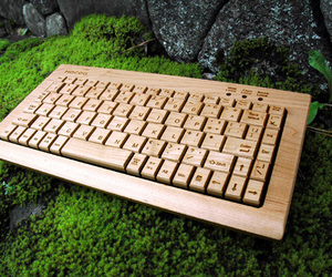 Wooden-typing-keyboard-by-hacoa-m