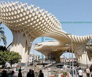 Worlds-largest-wooden-structure-metropol-parasol-m