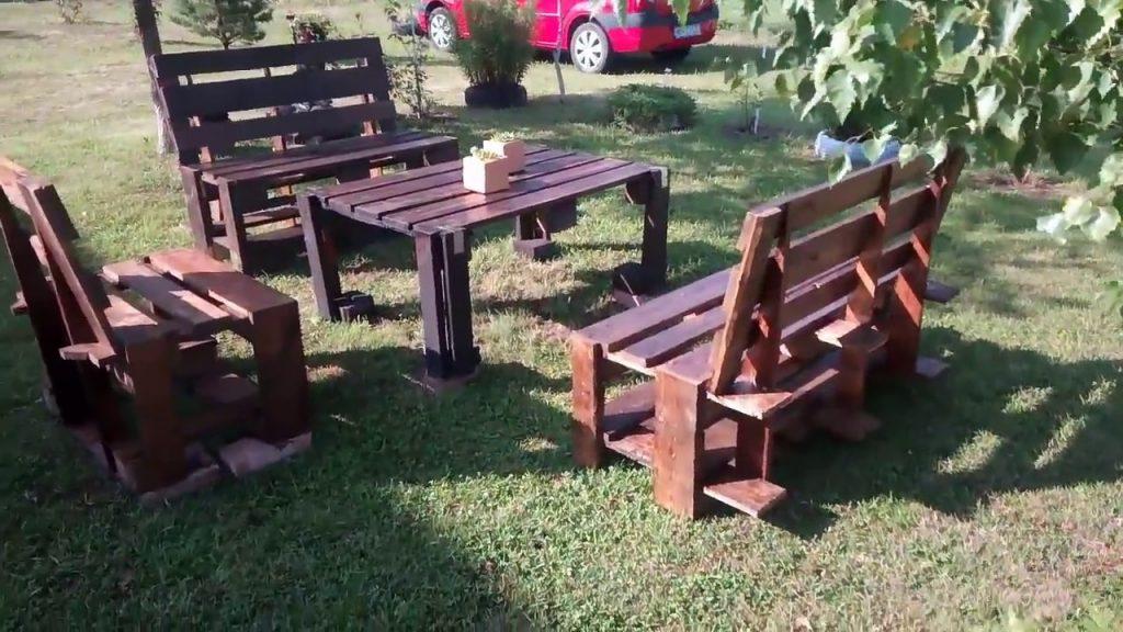 Garden furniture from pallets. — Kerti butor raklapból. — Mobila de gradina din paleti.