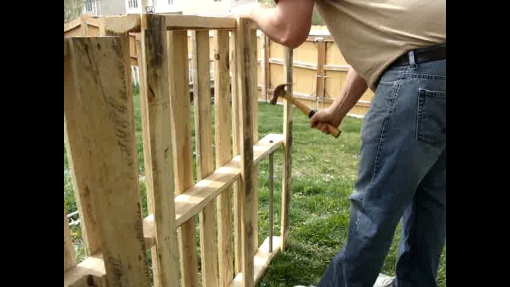 How to build a simple Pallet Fence