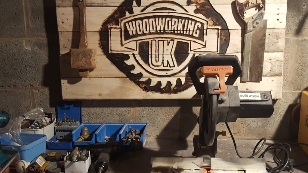 How to make and carve a sign with a Router – Woodworking UK