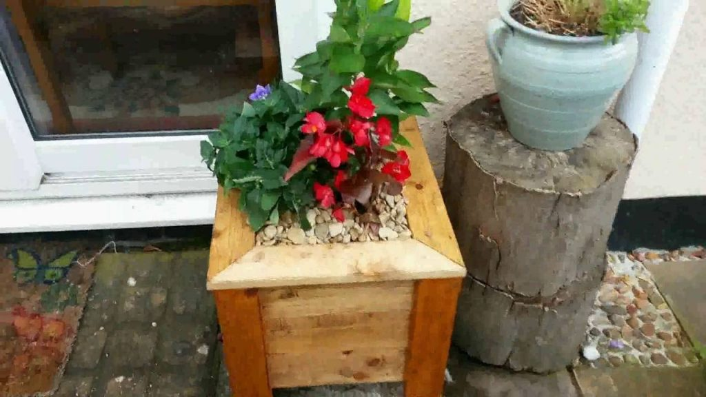 How I Made Pallet wood Planter Box