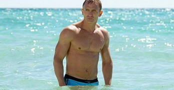 daniel-craig-walking-out-of-the-sea