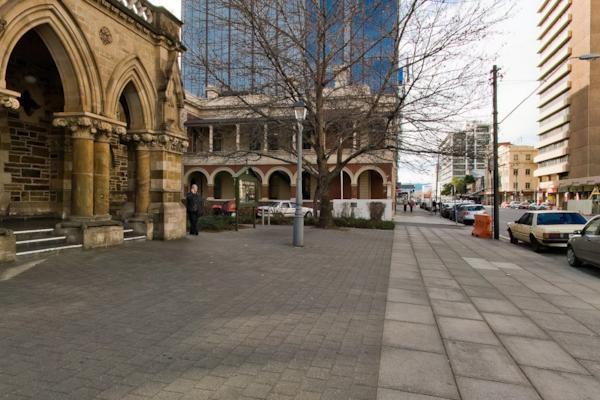 40 Flinders St