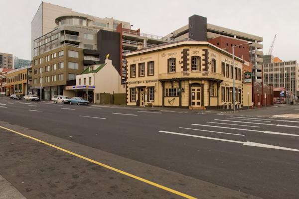 Cnr Market Pl & Macquarie St