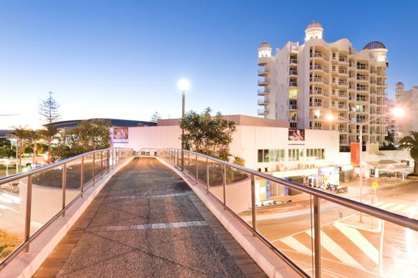 Broadbeach Mall Footbridge