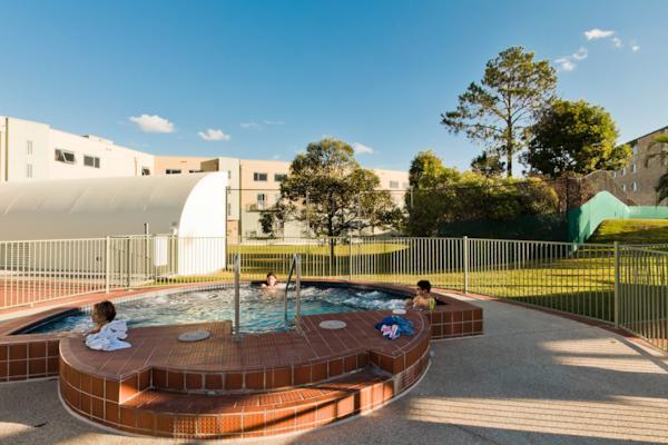 Bond Uni Pool/Spa