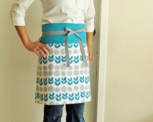 Reversible half-apron - mod teal flowers