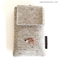 Smartphone case - grey tweed with hedgehog appliqué