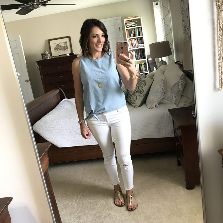 Talking about what to wear for the 4th of July and sharing a bunch of casual outfits that are perfect for your July 4th festivities!