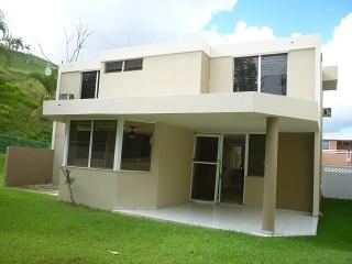 15-0137 Alquiler en Encantada en Parque del Rio Trujillo Alto PR!!