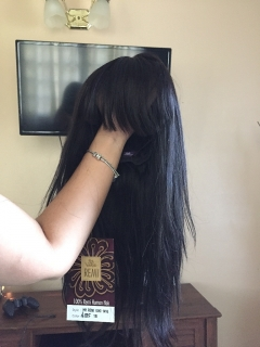 Peluca color negro de pelo  humano .
