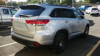 Toyota Highlander SE Plateado 2017
