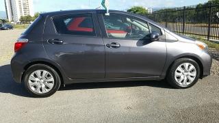 Toyota Yaris HB Gris Oscuro 2014