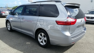 Toyota Sienna LE Plateado 2015
