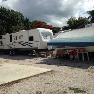 Espacios Temporeros para poner tu trailer $75.00 por noche