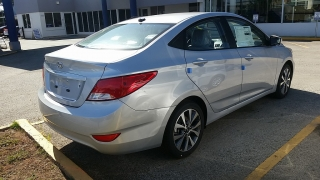Hyundai Accent GL Plateado 2017