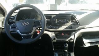 Hyundai Elantra SE Plateado 2017