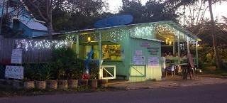 Ola Lola's Garden Bar & Grille y Casa Privada