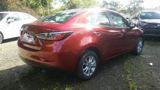 Toyota Yaris Sedan Rojo 2017