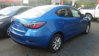 Toyota Yaris Sedan Azul 2017