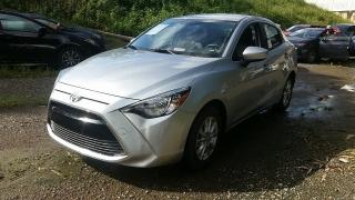 Toyota Yaris Sedan Plateado 2017