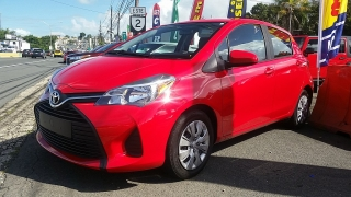 Toyota Yaris HB Rojo 2016