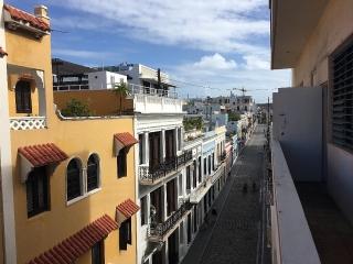 ¡ATENCION ESTUDIANTE! Apto 3er piso con balcón