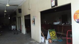Comerciales. dentro de Villa prades Shopping center