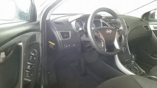 Hyundai Elantra SE Plateado 2016