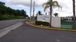 Haga Su Oferta!!! 16-0328 Propiedad ubicada en el Cond. Costa Brava en Ceiba, PR.