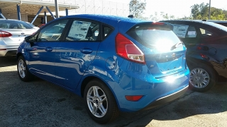 Ford Fiesta Se Azul 2017