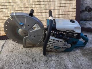 maquina de cortar cemento usa agua