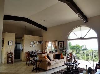 Hermosa residencia en Carraizo 275K