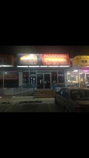 Se vende llave de Panaderia / Pizzería completamente equipada.