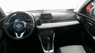 Toyota Yaris Sedan Gris Oscuro 2016