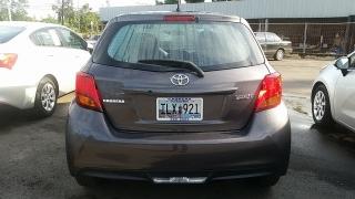 Toyota Yaris HB Gris Oscuro 2015