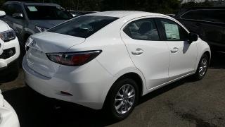 Toyota Yaris Sedan Blanco 2017