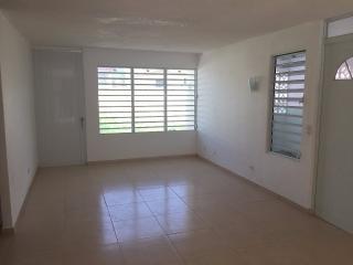 Venta de Propiedad en la Urbanización Residencial de Bairoa en Caguas (Se aportan $3,000 en gastos de cierre)