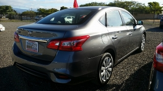 Nissan Sentra S Gris Oscuro 2016
