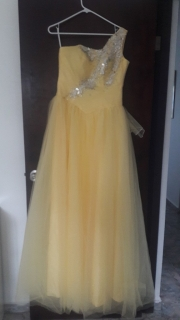 traje quinceañera amarillo