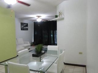 Apartamento 3/2 en excelentes condiciones