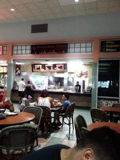 Local en Food Court, Centro Gran Caribe