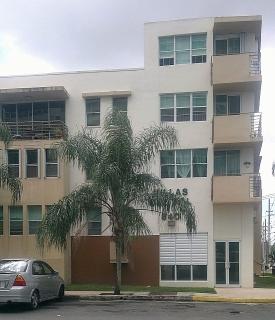 Apto cerca UPR 3-2 con 2 parking