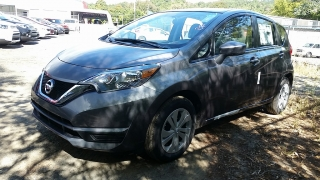 Nissan Versa Note SV Gris Oscuro 2017