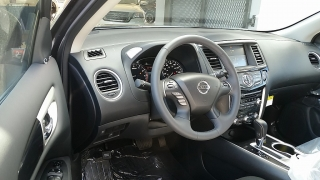 Nissan Pathfinder SV Gris Oscuro 2017