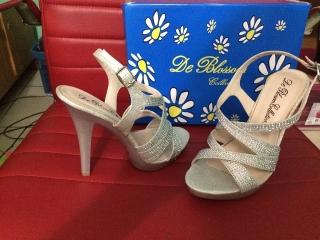 De Blossom Collection Shoes - Size 6 - $35
