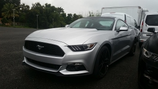 Ford Mustang EcoBoost Plateado 2017