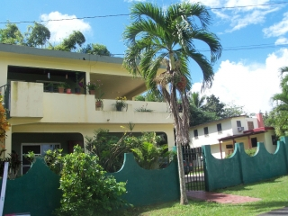 Viviendas de dos pisos ubicadas en el sector Palou (detras Urb.Jardines del Valenciano) Bo.Pueblo Juncos PR