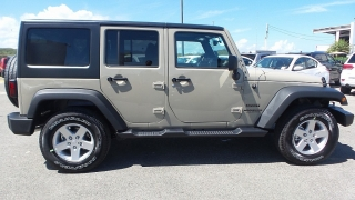 Jeep Wrangler Unlimited Sport Crema 2017